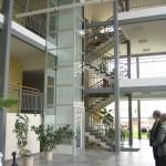 Freistehender Plattformlift aus Glas
